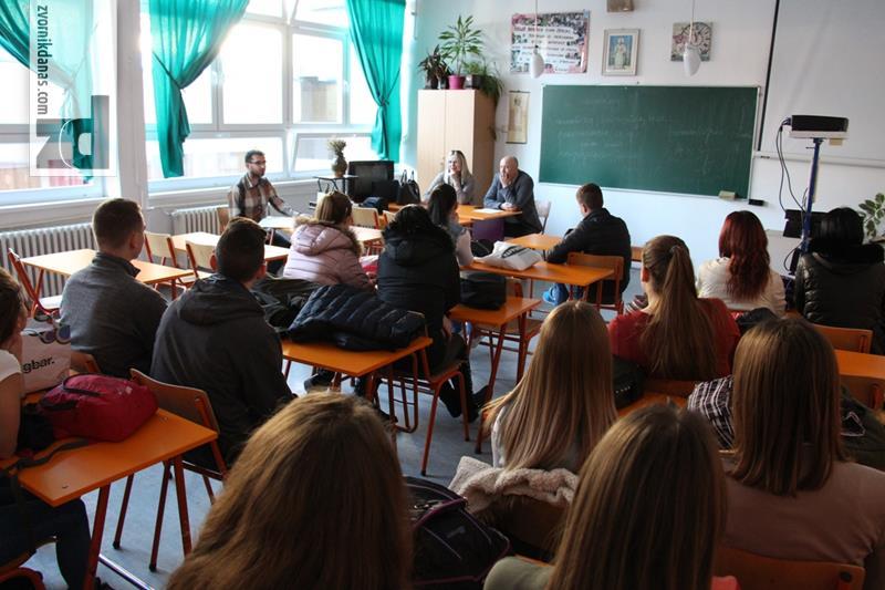 Photo of Razgovor sa srednjoškolcima o inicijativi za promociju Svjetskog dana izbora
