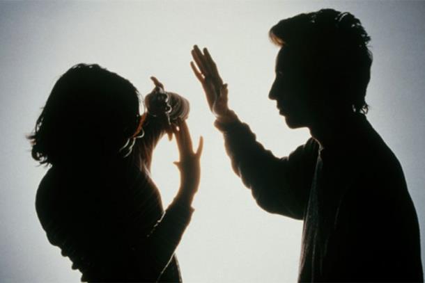 Ženu zajednički istukli muž i ljubavnik