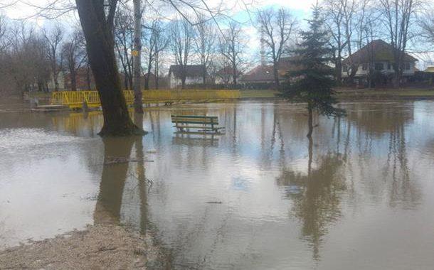 Rijeka Sana izlila se u centru Prijedora