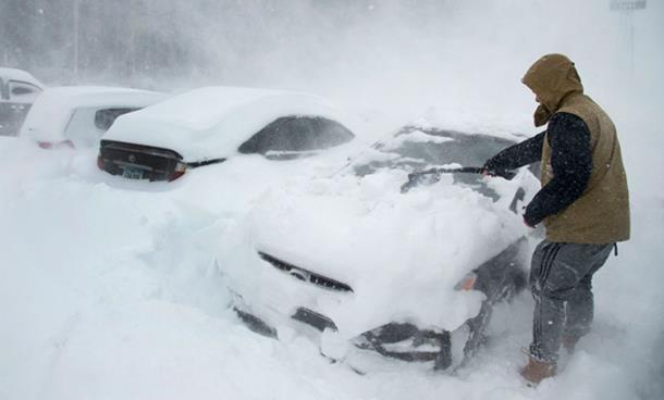 Snijeg s krova usmrtio ženu i dijete
