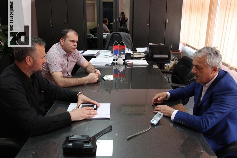 Photo of Ivanović sa Mihajlovićem razgovarao o aktivnostima Crvenog krsta