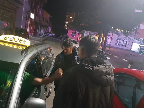 Pogledajte kako migranti traže taksi u Zvorniku
