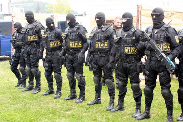 Domaći proizvođači neće praviti policijske uniforme?