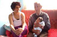 Dobio sina u devetoj deceniji sa duplo mlađom suprugom i ne planira da stane