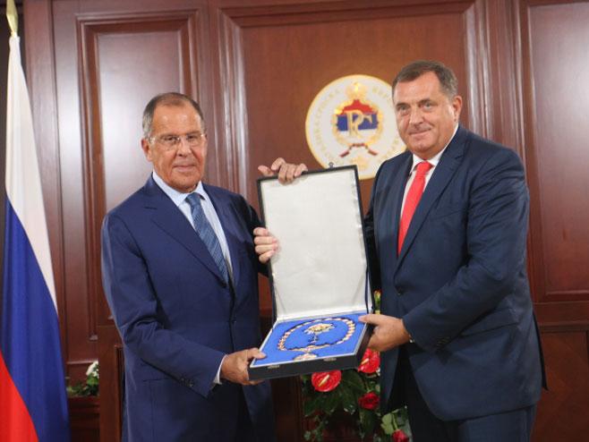 Photo of Predsjednik Dodik odlikovao ministra Lavrova Ordenom Republike Srpske na ogrlici