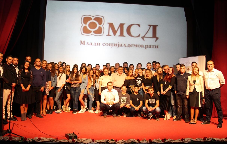 Photo of MSD Zvornik: Uručene članske knjižice za 220 članova (foto)
