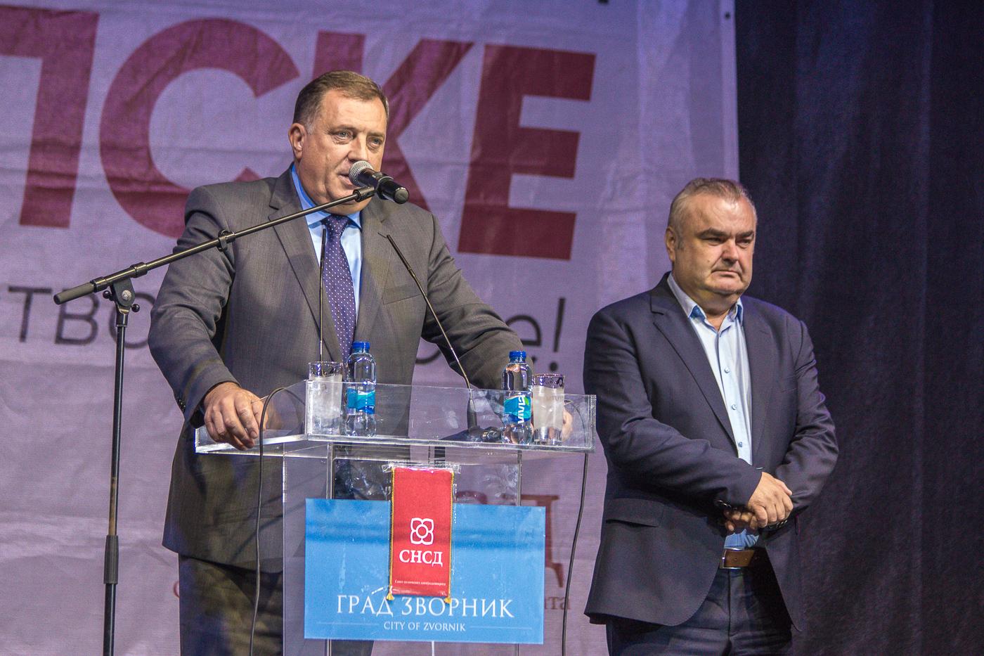 Photo of Pobjednički tim SNSD-a pozdravio krcatu sportsku dvoranu u Zvorniku (foto/video)