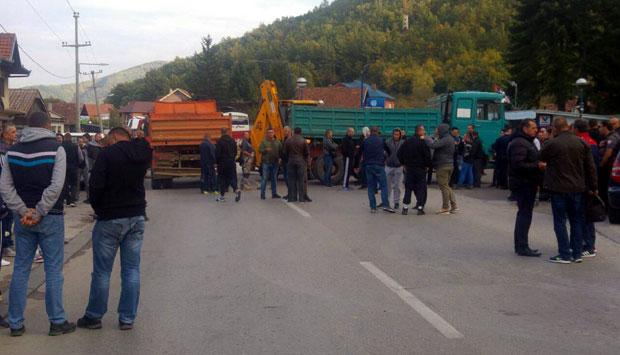 Srbi blokirali put prema Gazivodama