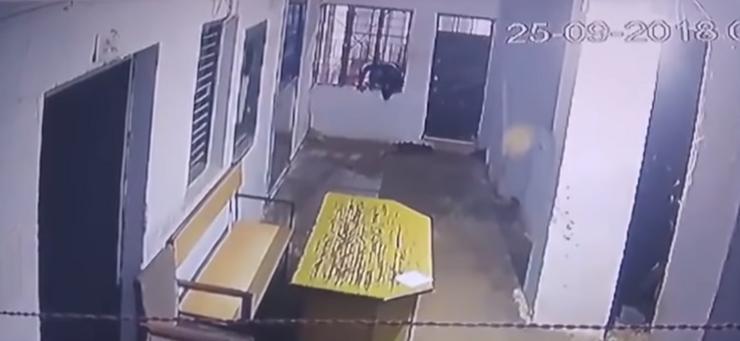 Lopov pobjegao iz zatvora, a kada vidite kako, shvatićete zašto se policajcima svi smiju (video)