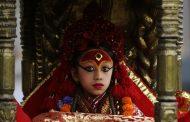 Ima samo tri godine, a proglašena je za živu boginju (video)