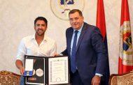 Dodik odlikovao Tipsarevića medaljom zasluga za narod