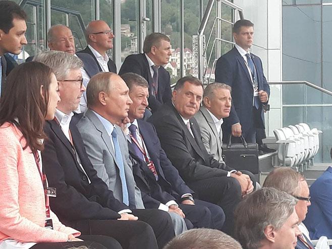 """Photo of Predsjednik Dodik u društvu Putina pratio trku """"Formule 1"""""""
