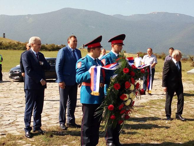 Photo of Predsjednik Srpske položio vijenac na spomenik žrtvama ustaškog zločina