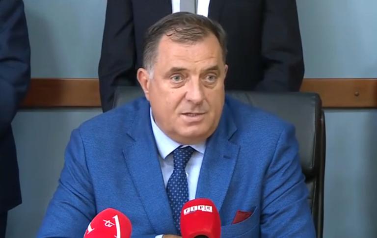 Dodik: Neki su poslali djecu da donesu kamenje i ometaju skup (video)