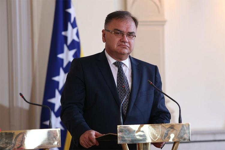 Photo of Ivanić: Na sastanku sa Lavrovim nije bilo riječi o crnim listama