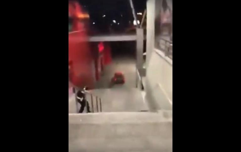 FILMSKA SCENA U BANJALUCI: Vozilom pobjegao niz stepenice (video)