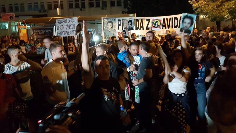 Atmosfera na ulicama Banjaluke zabrinjavajuća i sve više podsjeća na scenario u Makedoniji i Ukrajini