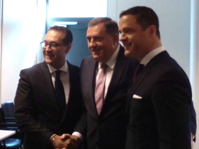 Dodik sa Štraheom najavio sporazum o dva infrastrukturna projekta