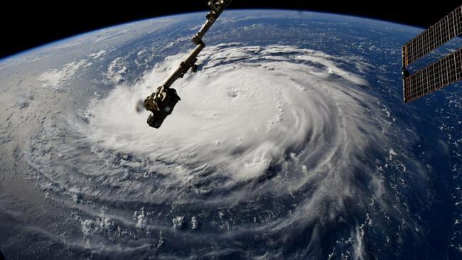 Pet osoba poginulo u uraganu