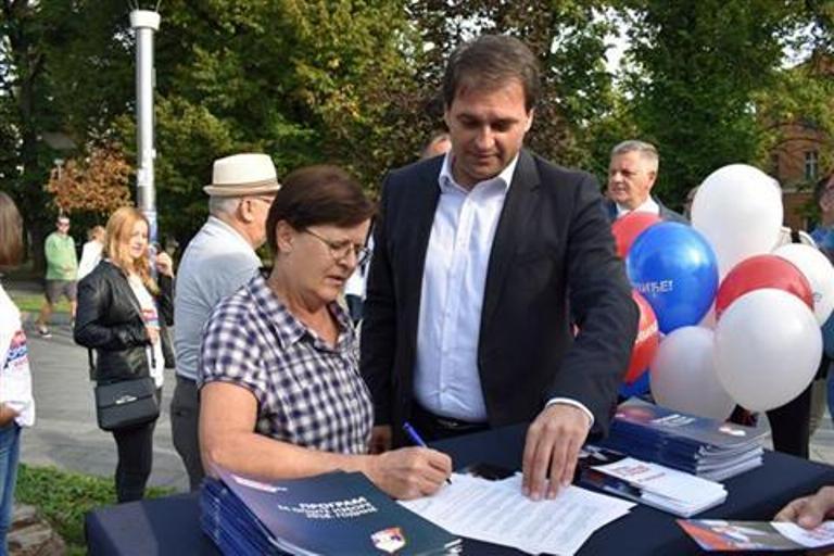 """Photo of """"Ugovor sa narodom"""" potpisalo više od 90.000 ljudi"""