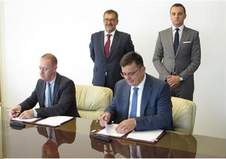 """Photo of Potpisana dva ugovora o podršci zajmu za """"Autoputeve Srpske"""""""