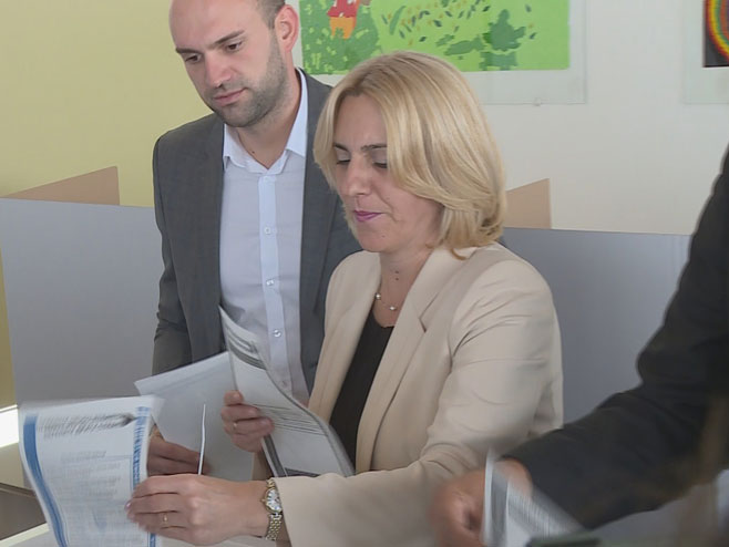 Cvijanovićeva proglasila pobjedu; 30.000 glasova više od Govedarice