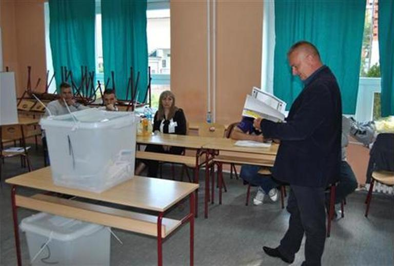 Photo of Do 15 časova u Zvorniku glasalo 40,38 odsto birača