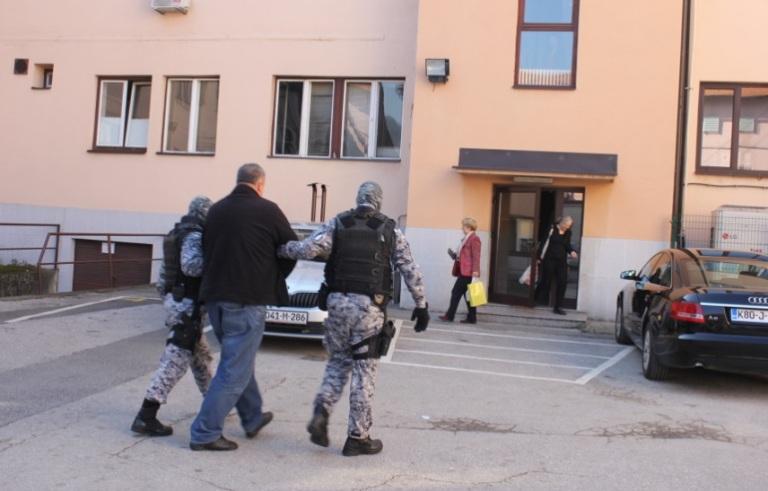 Photo of U akciji MUP-a TK, RS i Brčko distrikta uhapšeno sedam lica, pronađeno oko milion KM i oružje (foto)