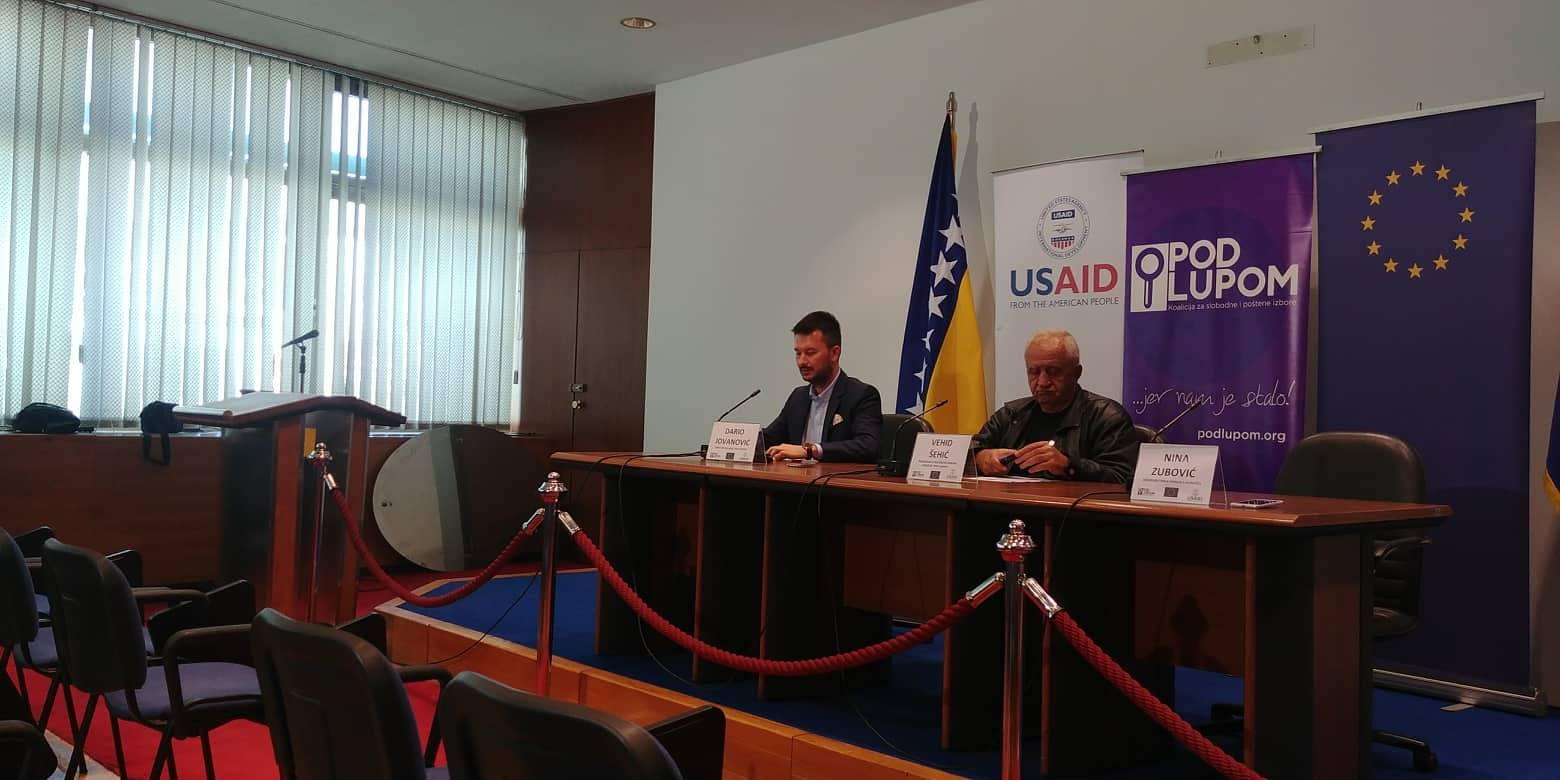 Photo of Pod lupom: Bačen suzavac u Doboju, prekinuto glasanje