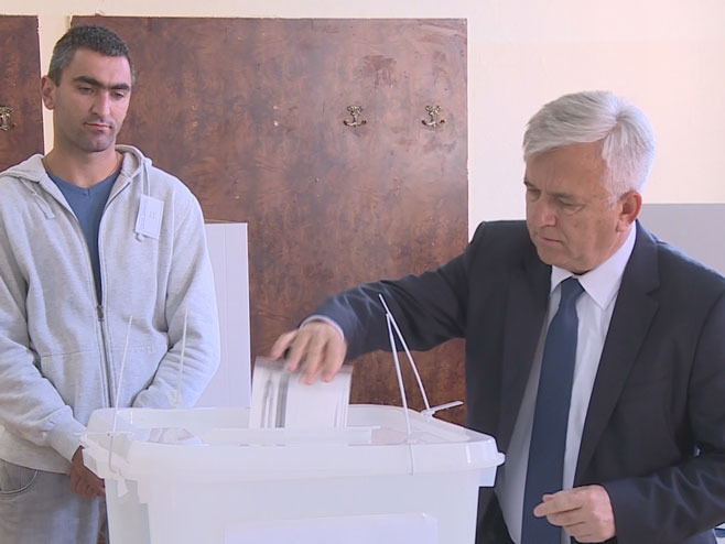 Photo of Čubrilović: Danas da bude praznik demokratije
