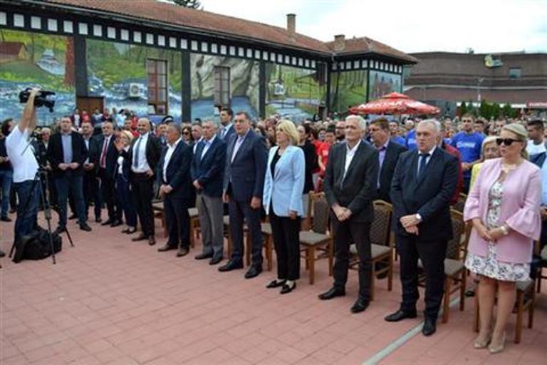 Dodik: Prekinuti mandat visokom predstavniku