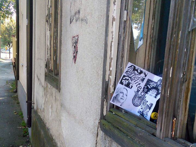 SUMRAK DEMOKRATIJE: U Bijeljini osvanuli leci sa ustaškim simbolima i fotografijom Željke Cvijanović (foto)