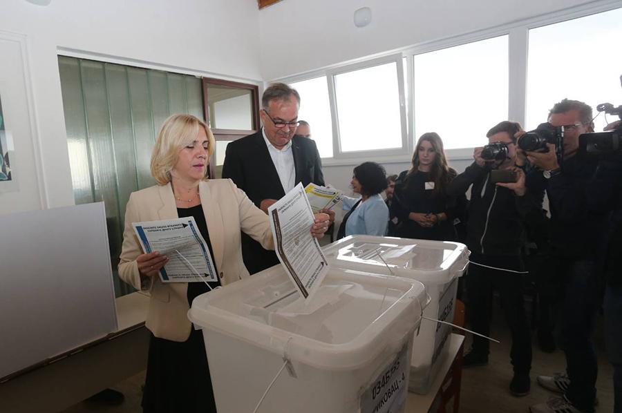 Photo of Željka Cvijanović vodi sa 47,67 odsto glasova