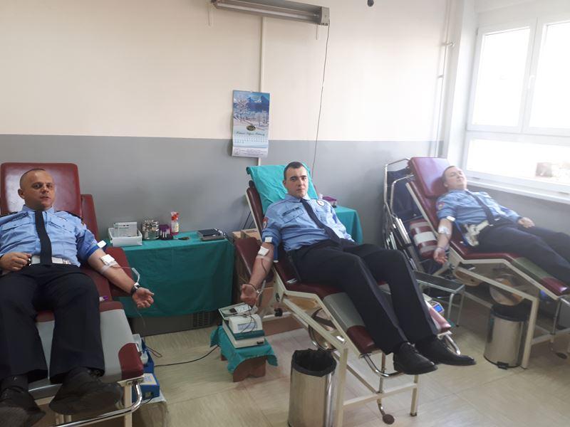 Photo of Zvornički policajci dobrovoljno darivali krv