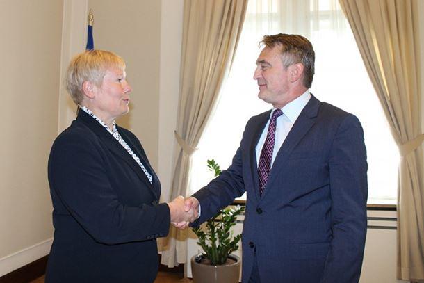 Photo of Komšić se izvinio Homanovoj zbog Dodika