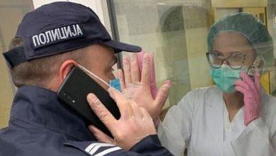 Photo of Fotografija rasplakala Srbiju: Policajac se oprašta od supruge