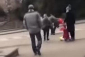 Photo of Dvojica muškaraca se potukla ispred zeničkog tržnog centra zbog vreće brašna (video)