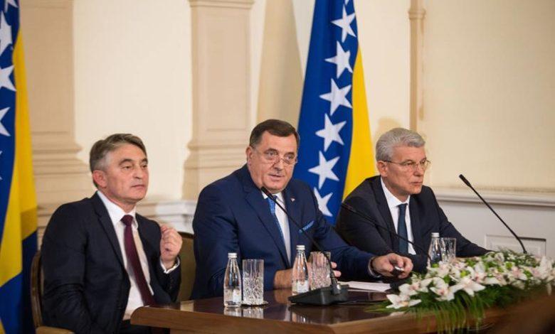 Photo of Ambasadori hvale političare u BiH