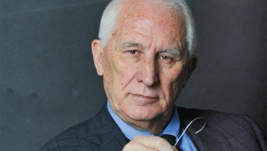 Photo of Bećković: Korona se nasprdala sa naukom i politikom i sve vratila na početak