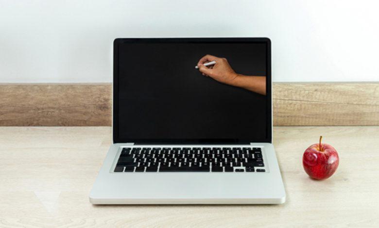 Photo of Usred predavanja iz hemije pustili – pornić! Skandal tokom nastave na daljinu