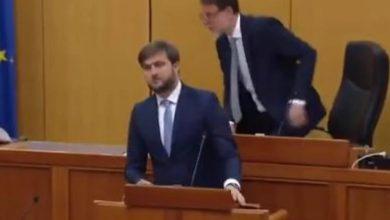 Photo of Pogledajte kako su reagovali poslanici u hrvatskom parlamentu kad se desio zemljotres (video)