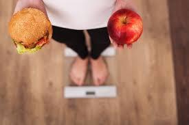 Photo of Mučite se da stignete do savršene linije? Uz ovakvo kombinovanje hrane ne morate da se odreknete ni čipsa!