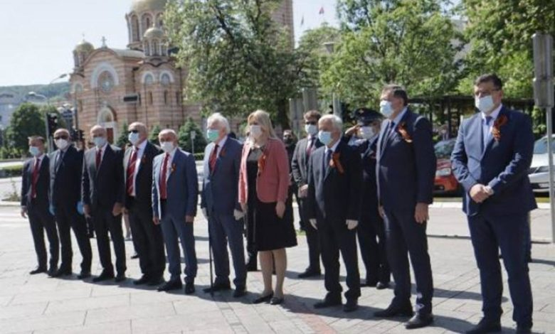 Photo of Zvaničnici Srpske položili vijence na spomenik palim borcima NOB-a