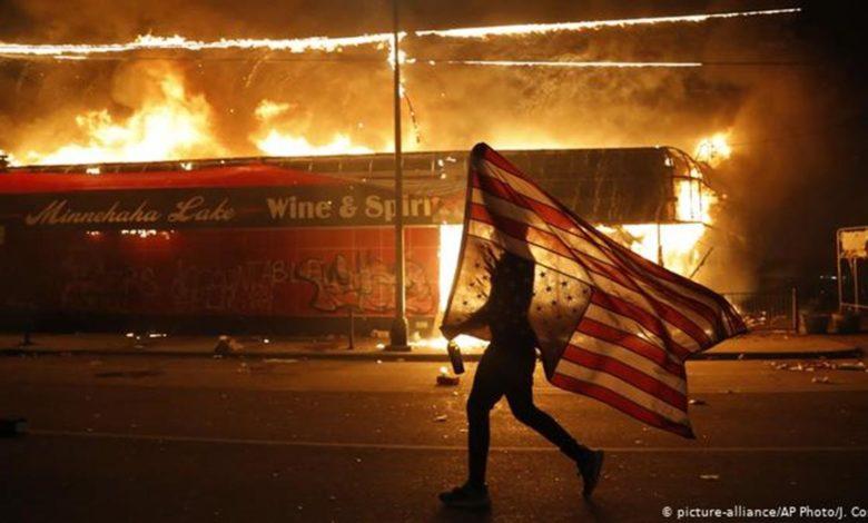 Photo of Anarhija u SAD – vatre oko Bijele kuće, haos u Filadelfiji