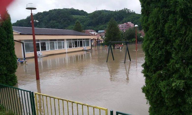 Photo of Ljubovija pod vodom: Voda u vrtiću i kućama, odnijela most na magistralnom putu