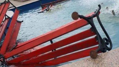 Photo of Vandalski čin: Polomili klupe i bacili ih u fontanu