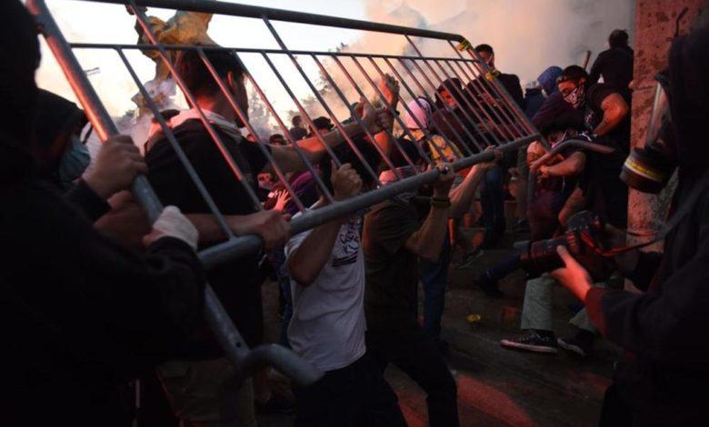 Photo of U Beogradu povrijeđeno 19 policajaca i 17 demonstranata
