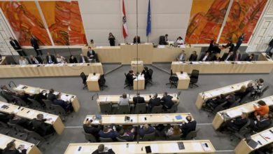 """Photo of U skupštini za govornicom testirao """"koka-kolu"""" na koronu (video)"""