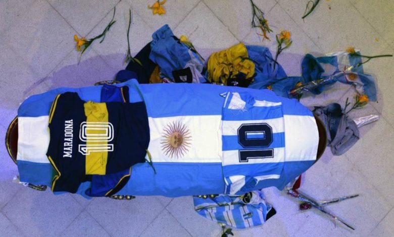 Photo of Na Maradoninom grobu pišu samo četiri riječi: Dijego je to tražio još prije 15 godina!
