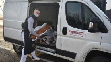 """Photo of Pokloni iz """"Alumine"""": Božićne pečenice za 20 socijalno ugroženih porodica"""
